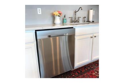 3026-19 Samsung Dishwasher Lifestyle Photo